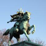 皇居の前に楠木正成の銅像があるのはなぜ?今も愛される正成の人気の秘密とは?